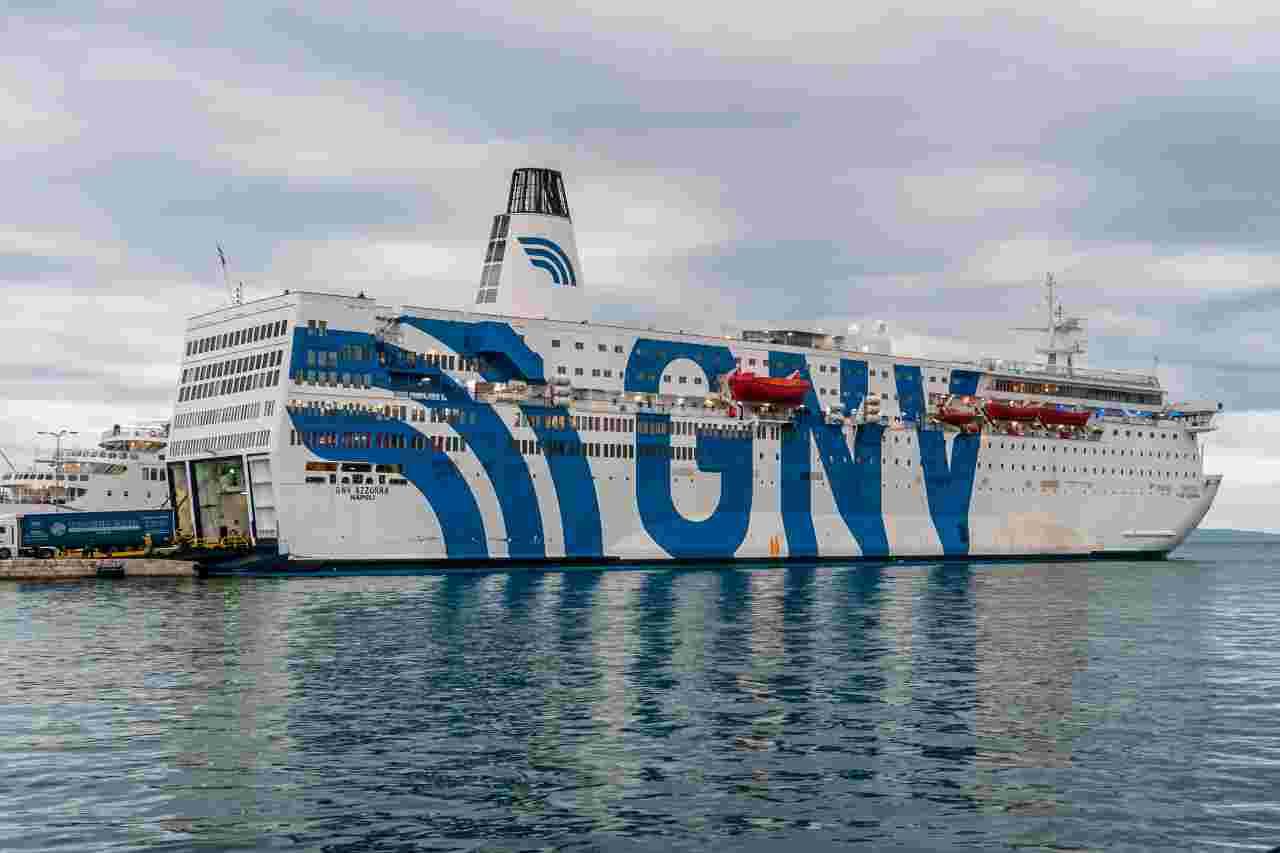 Lampedusa migranti Azzurra quarantena