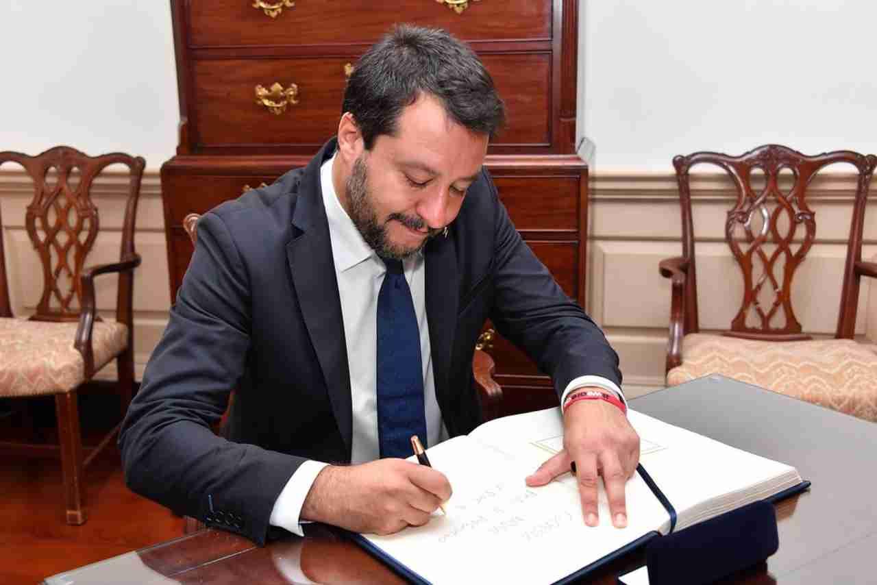 Salvini mozione sfiducia Azzolina