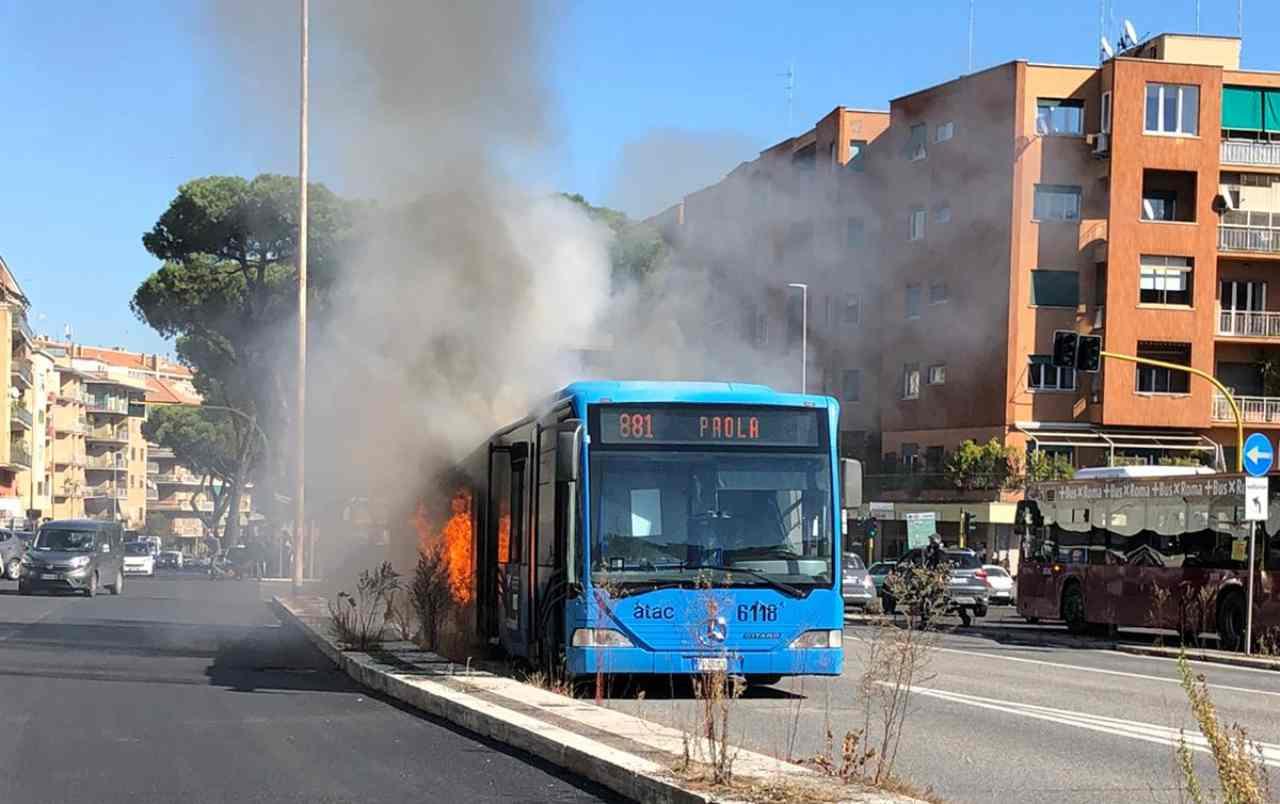 fuoco autobus Atac 881