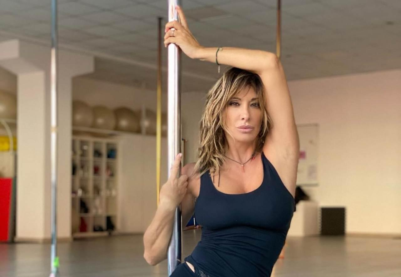 Sabrina Salerno pole dance