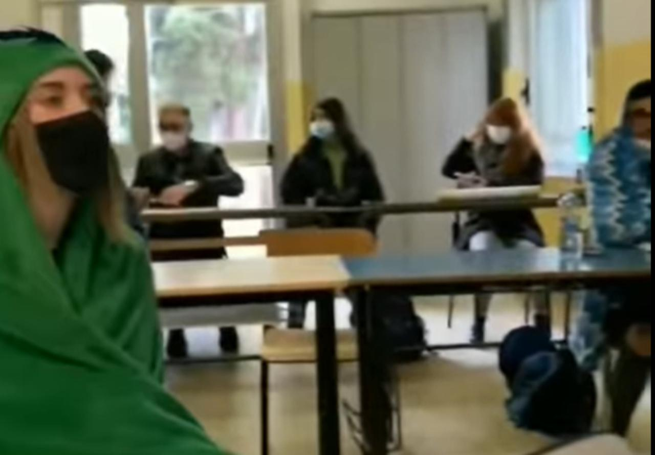 Covid Genova studenti coperta