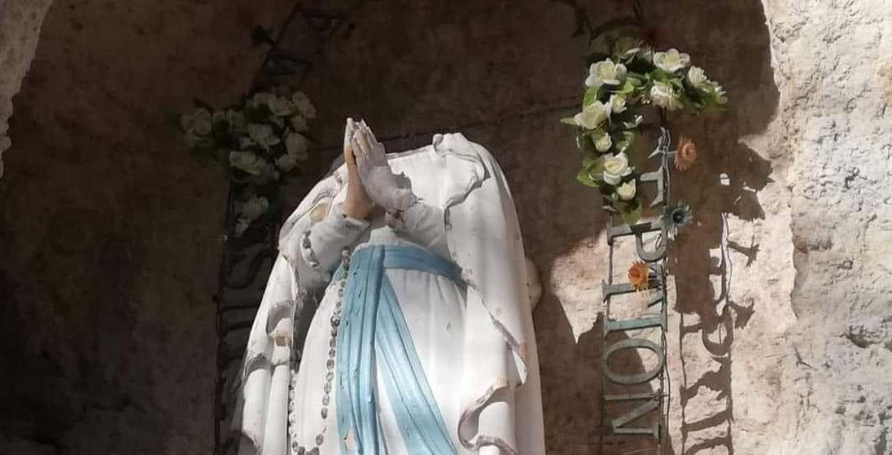 Atti vandalici simboli Cristianesimo