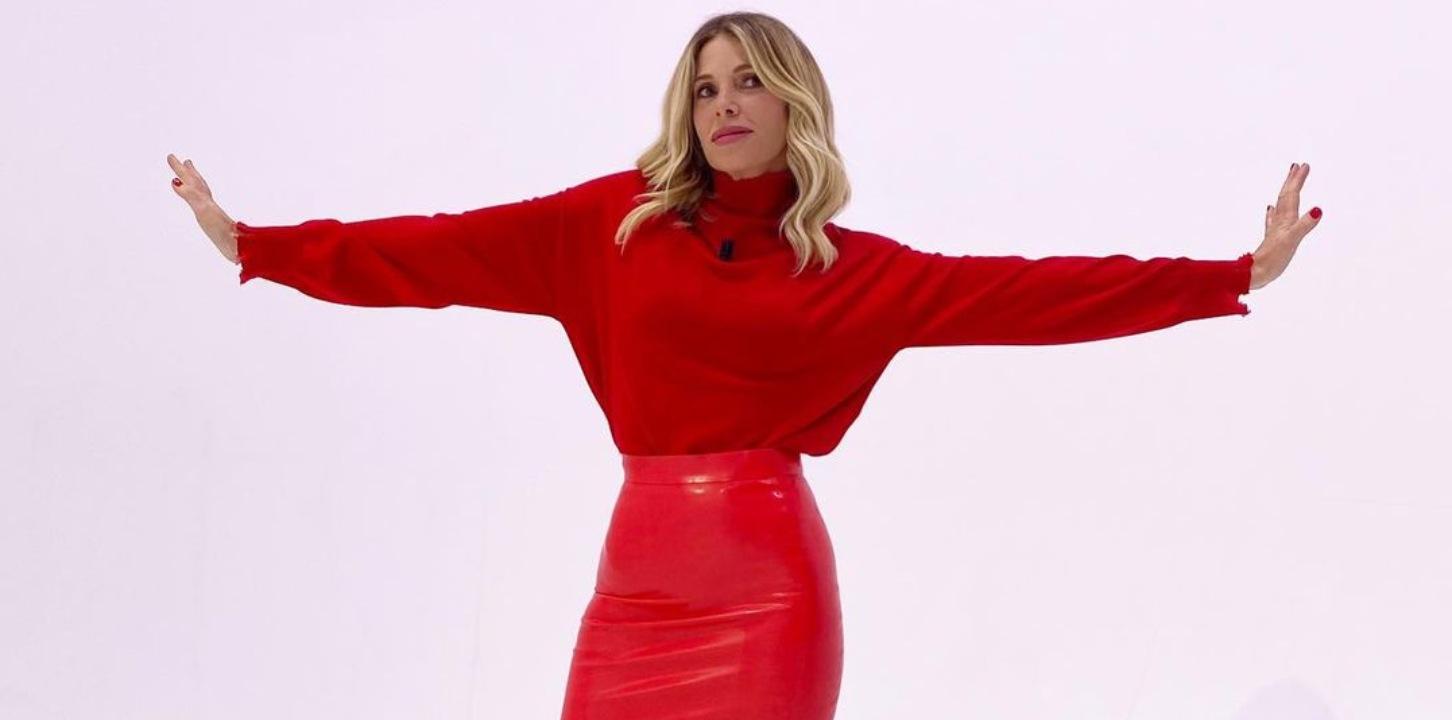 Marcuzzi sexy tubino rosso