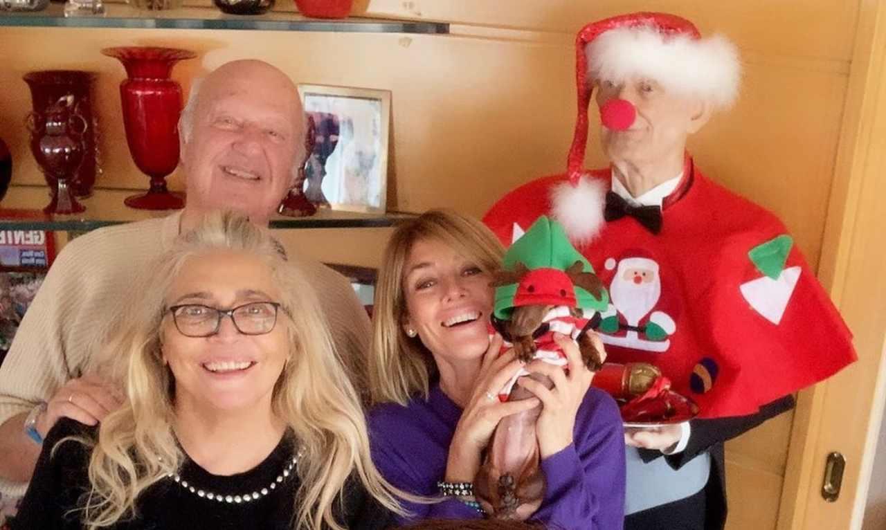 Natale ciabatte Mara Venier