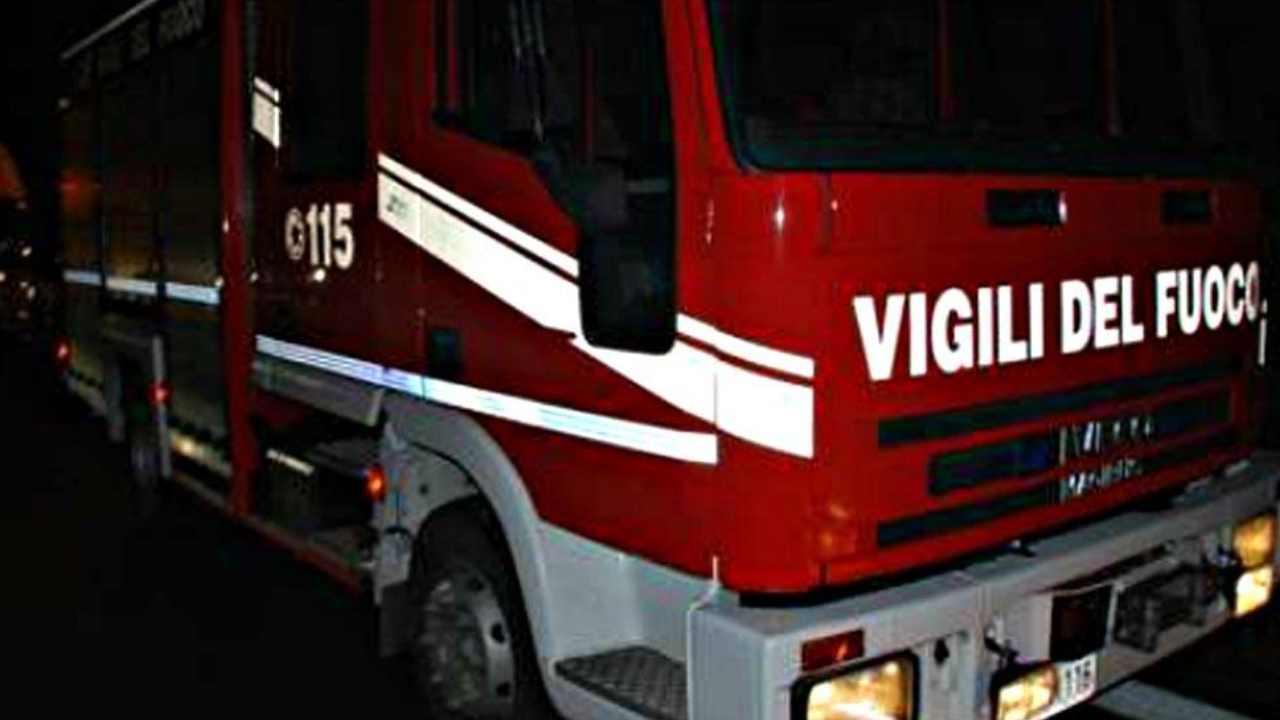 Castel Volturno, incendio in un' abitazione: un morto