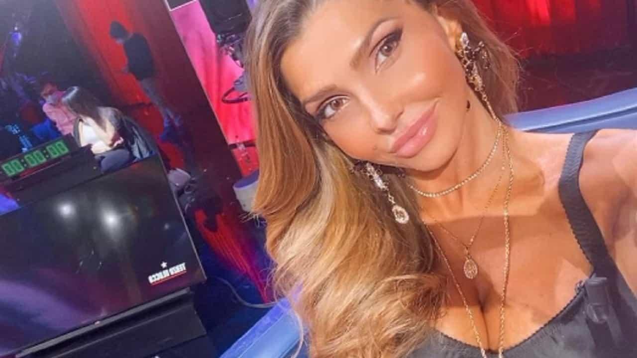 Manuela Ferrera a ruota libera: Higuain, Cristiano Ronaldo e Paolo Brosio