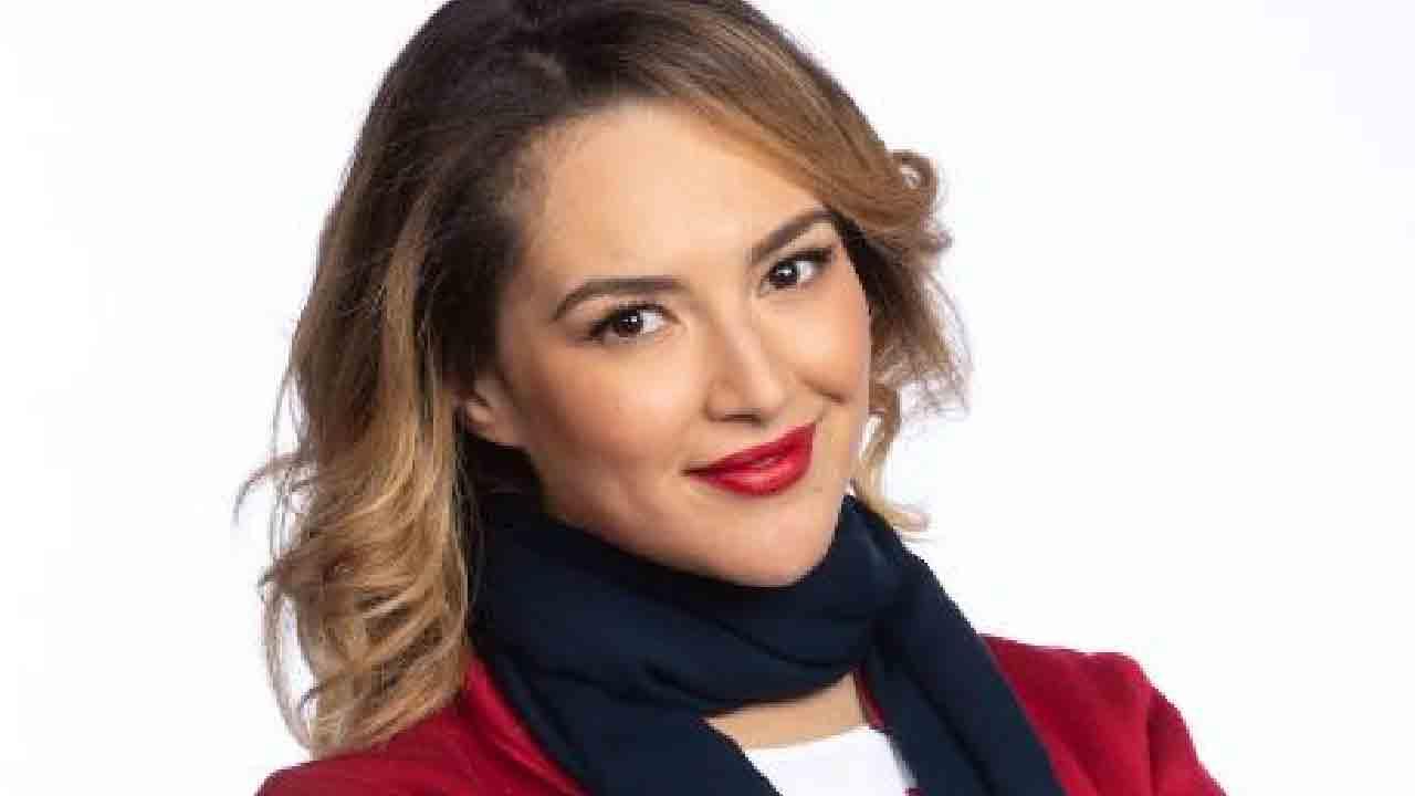 Rajae Bezzaz, aggredita l'inviata di Striscia con la sua squadra