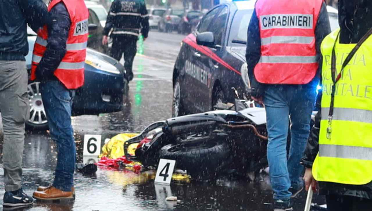 Incidente moto Roma morto conducente
