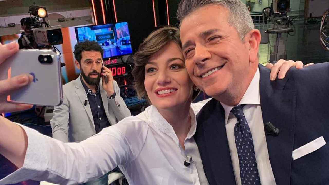 Giuseppe Brindisi, chi è il conduttore e giornalista italiano (Instagram)