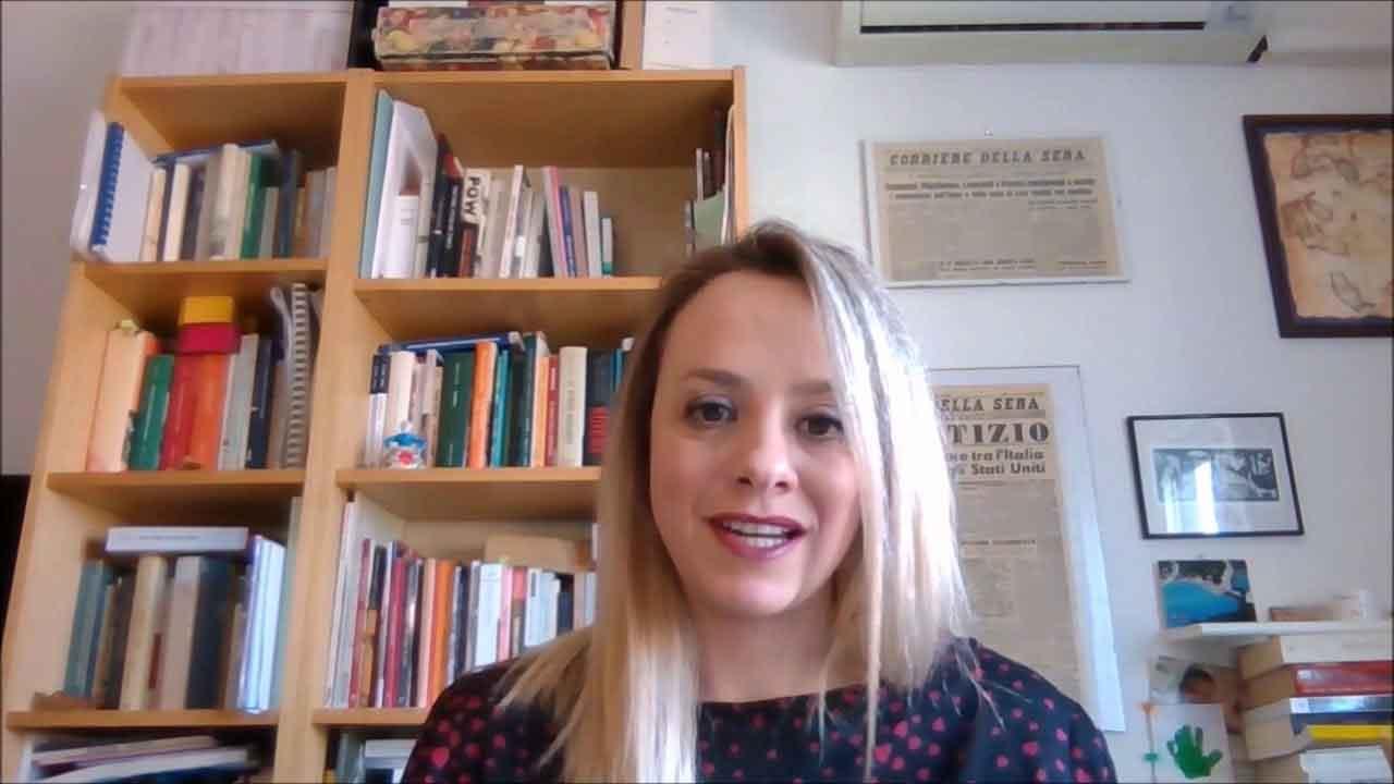 Isabella Insolvibile, chi è la professoressa specializzata nella Seconda Guerra Mondiale (YouTube)