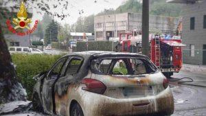 incidente a bosisio parini, motociclista muore carbonizzato