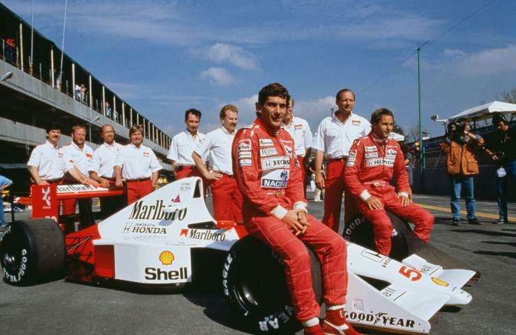 Ayrton Senna con il suo Team