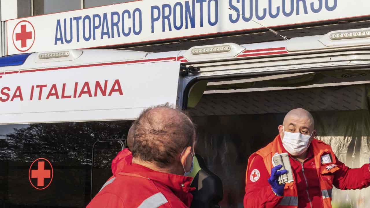 Sassari, un bambino di 18 mesi cade in una pozza d'acqua e muore (Getty Images)