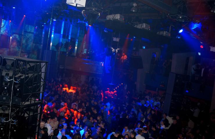 Covid, prime luci dopo il buio. Il 5 giugno test con 2mila persone in una discoteca di Gallipoli