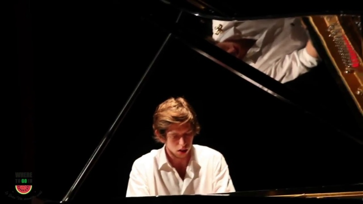 Francesco Taskayali al piano