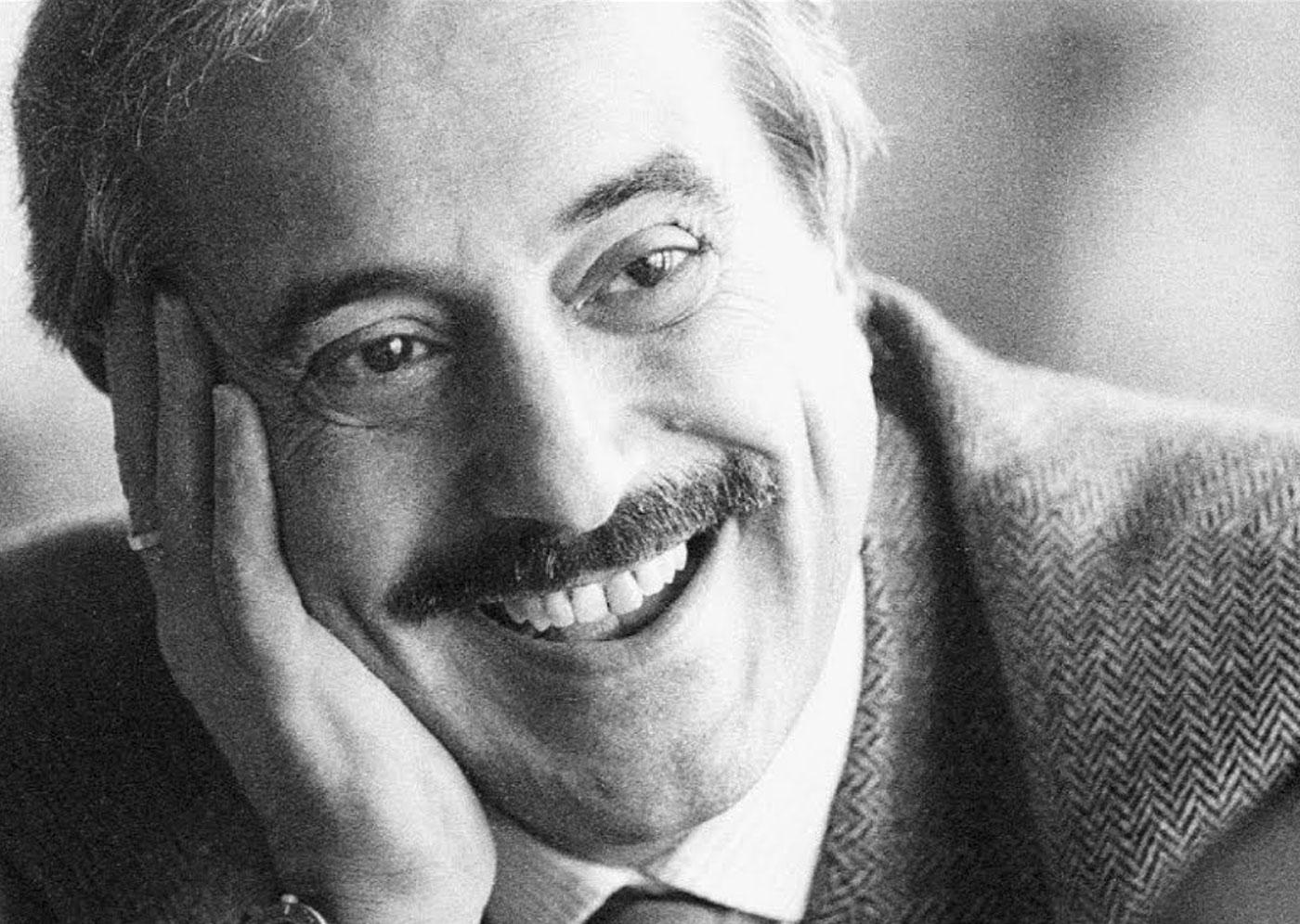 Giovanni Falcone sorridente