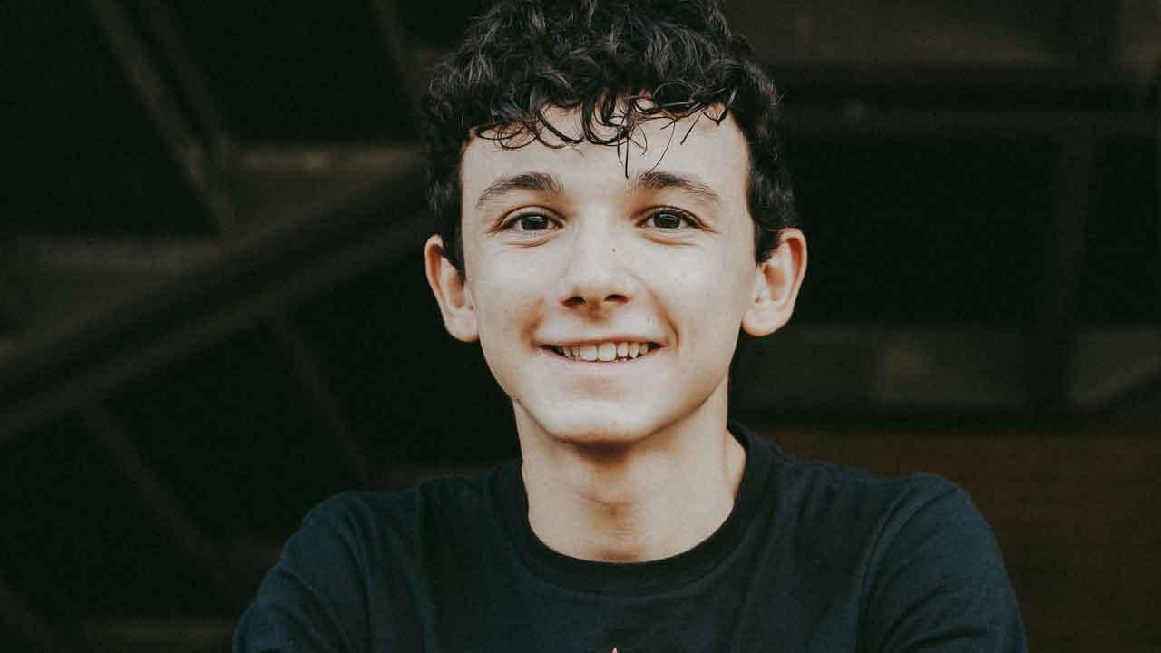 Giovanni Fuoco, chi è il giovane attore italiano che interpreta un ruolo in C'è Tempo (StudioSegre.com)