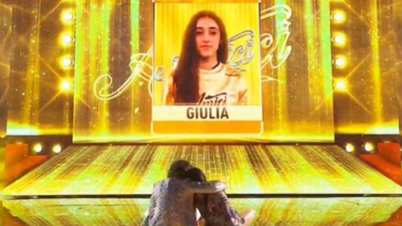 Amici 2021, Giulia Stabile è la vincitrice, sfida in finale il suo fidanzato Sangiovanni (Screenshot)