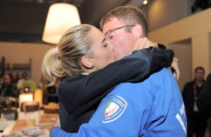 Jessica Rossi e Mauro De Filippis si baciano