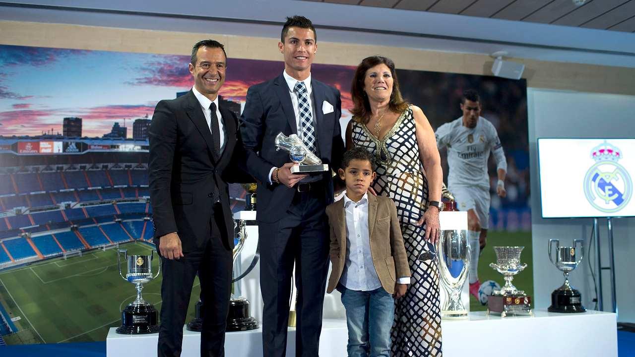 Mendes Ronaldo con madre e figlio