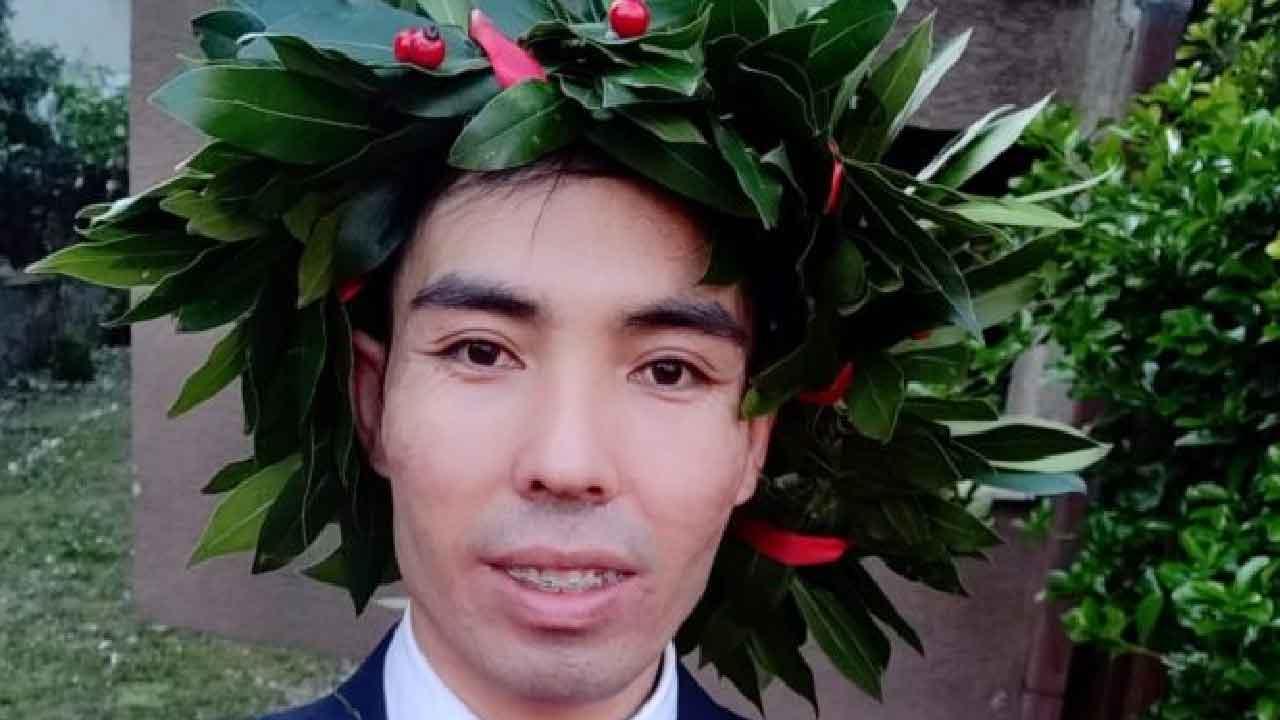 Rahmat Rezai, chi è il ragazzo afghano che è scappato dal suo paese per poi laurearsi in Italia (IlFattoQuotidiano)