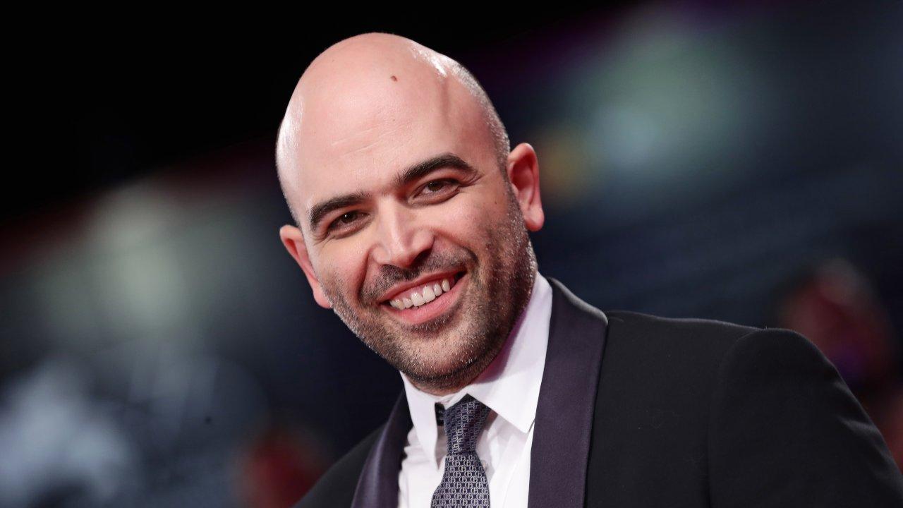 Roberto Saviano sorridente