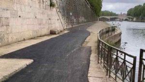 polemica per la colata di asfalto lungo il tevere