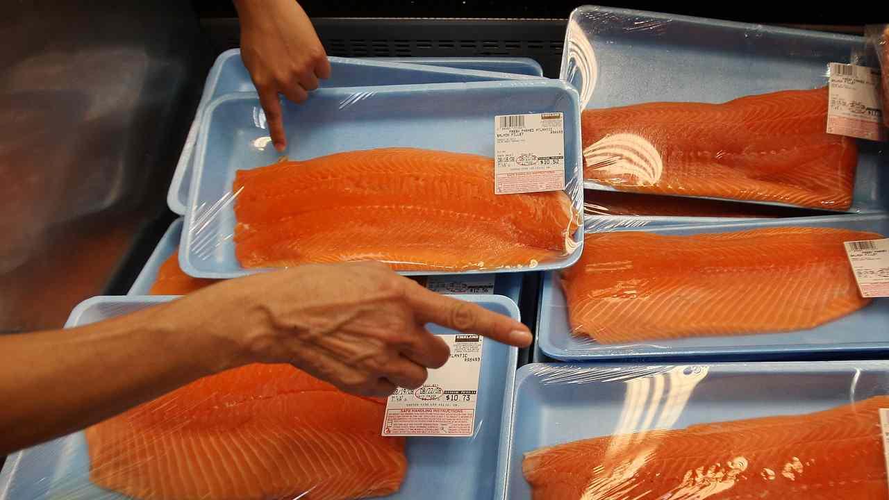 """Salmone affumicato, il Ministero della Salute avverte: """"Non mangiatelo, rischio listeria"""""""
