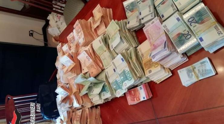 soldi-sequestrati-carabinieri Bari