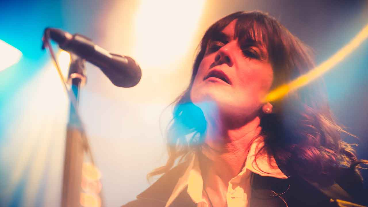Cristina Donà, chi è la poliedrica cantante italiana, carriera e successi (CristinaDona.it)