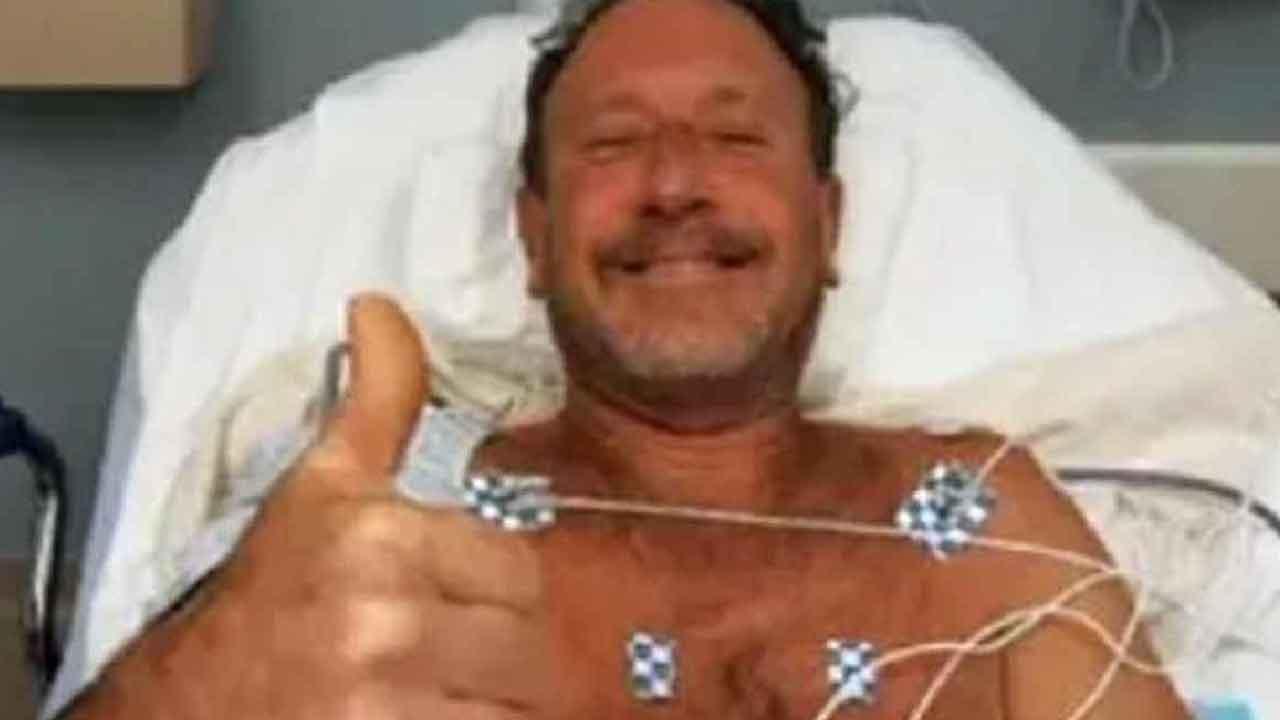 Michael Packard, l'uomo che è sopravvissuto ad un incidente aereo, ed è stato espulso da una balena (Screenshot)