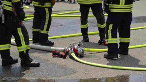 incendio nella tangenziale est: in fiamme un autogrill