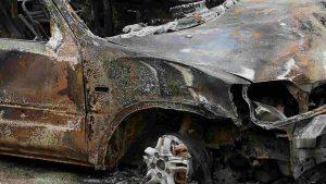cadavere carbonizzato in un' auto nel torinese