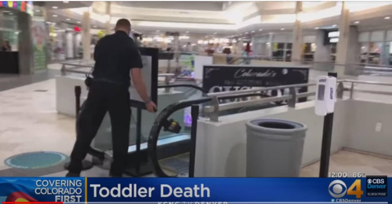 Bimbo di 2 anni morto dopo essere caduto dalla scala mobile VIDEO