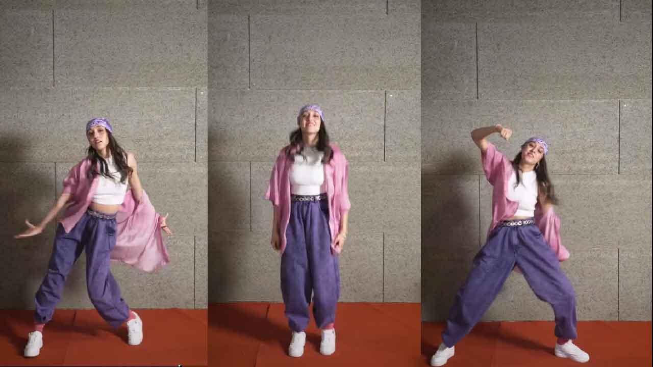 Giulia Stabile, il tutorial della canzone di Sangiovanni su TikTok (Screenshot)