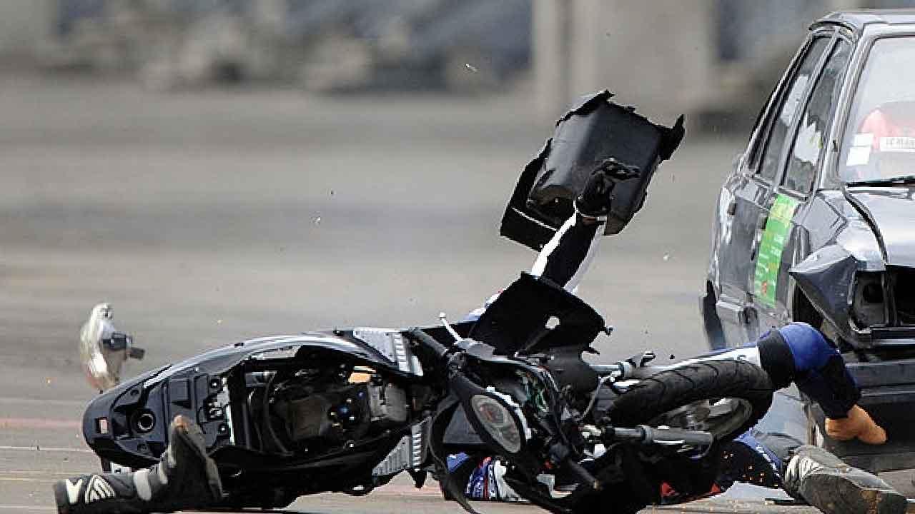 Sicilia, incidente stradale coinvolge auto e scooter, marito e moglie perdono la vita (Getty Images)