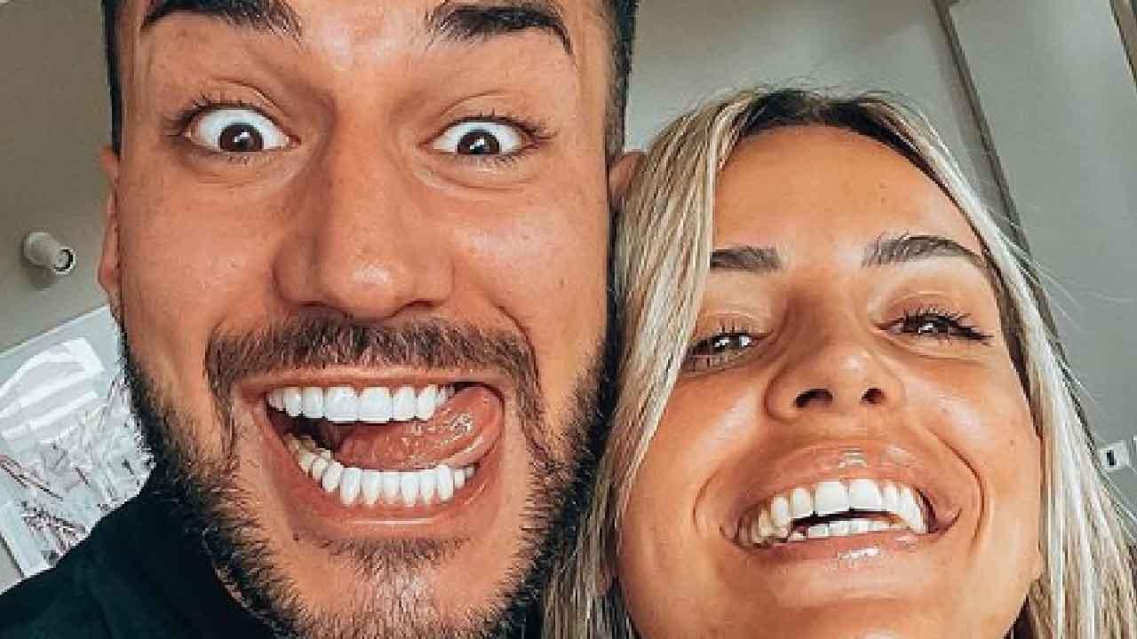 Lorenzo Riccardi, dovrà scegliere nuovamente tra le due corteggiatrici (Instagram)