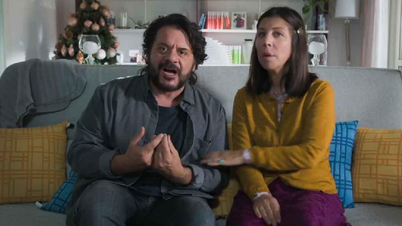 Nove Lune e Mezza, trama e cast della commedia con Claudia Gerini (Screenshot)