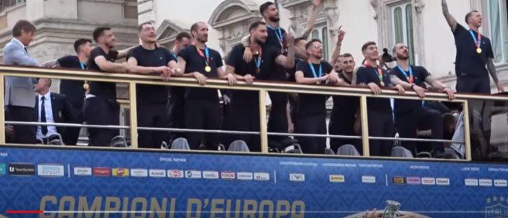 Screenshot Bus scoperto Italia Campione d'Europa