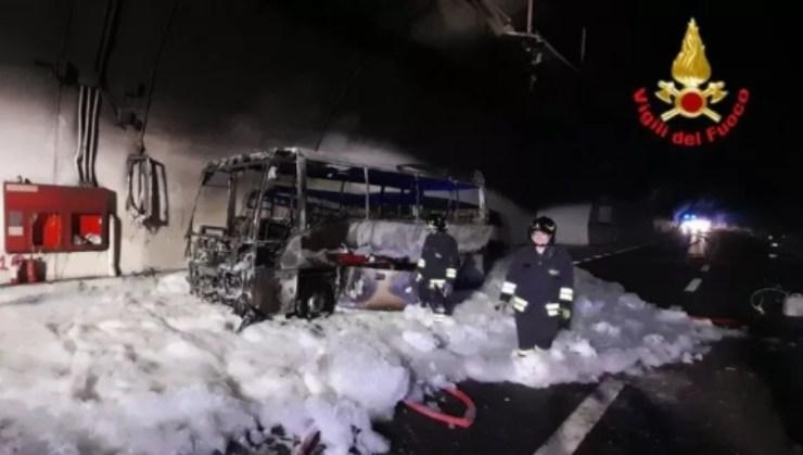 Screenshot Incendio autobus in galleria