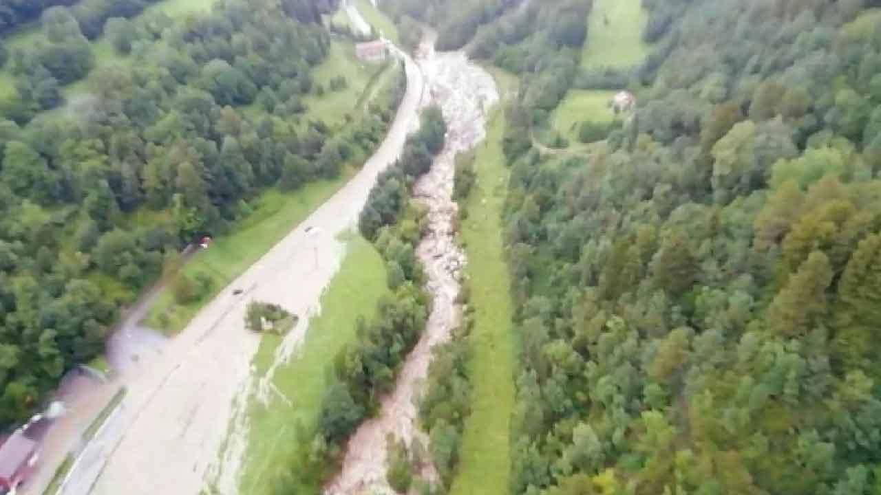 Fiume Oglio, il corso d'acqua esonda causando ingenti danni alle autostrade vicine (Screenshot)