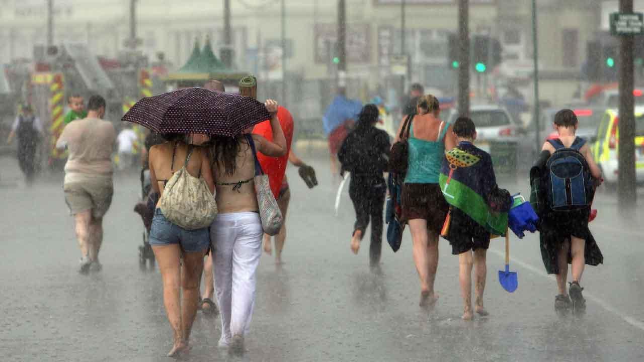 Meteo, in arrivo il calo delle temperature con piogge e riversamenti su tutta l'Italia (Getty Images)