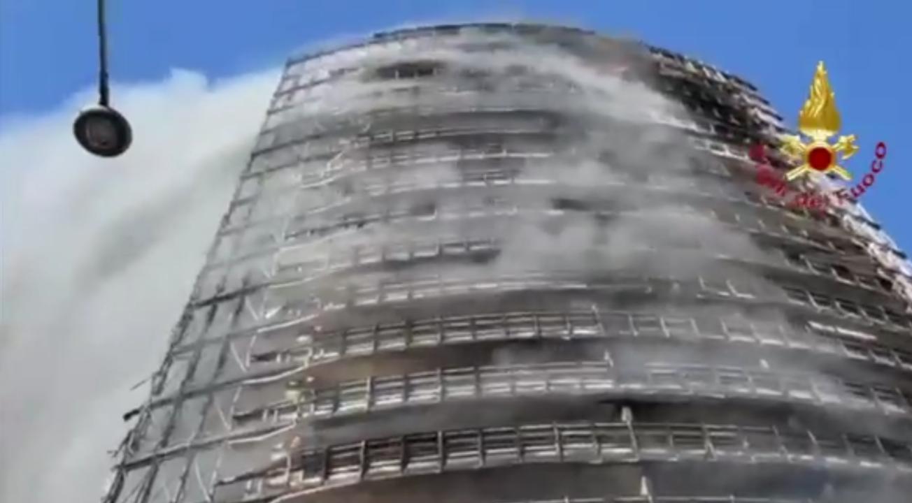 """Torre dei Moro, consulenza per chiarire il giallo dei pannelli """"altamente infiammabili"""""""