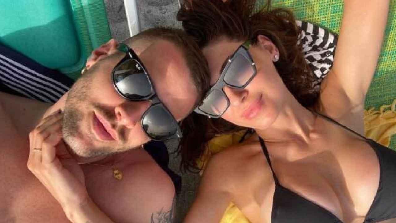 Anna Tatangelo, la cantante ha confermato la relazione con il rapper Livio Cori sui social (Instagram)