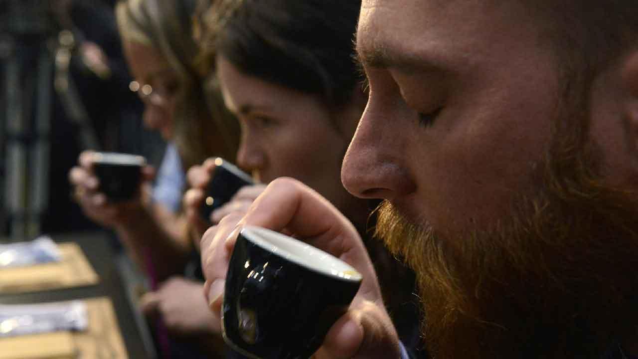 Caffè sintetico, l'idea viene dalla Finlandia per riuscire a contrastare il cambiamento climatico (Getty Images)