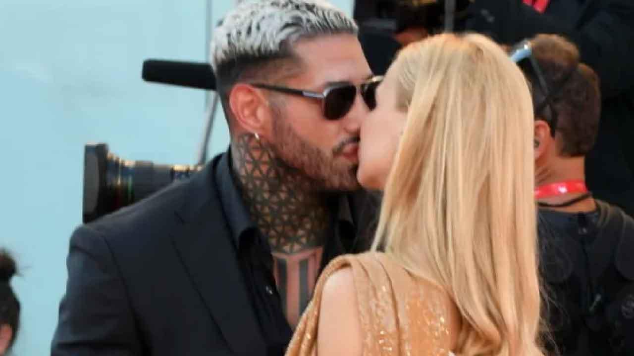 Cinema di Venezia, Francesco Chiofalo e Drusilla Gucci si baciano dinanzi a tutti (Foto dal web)