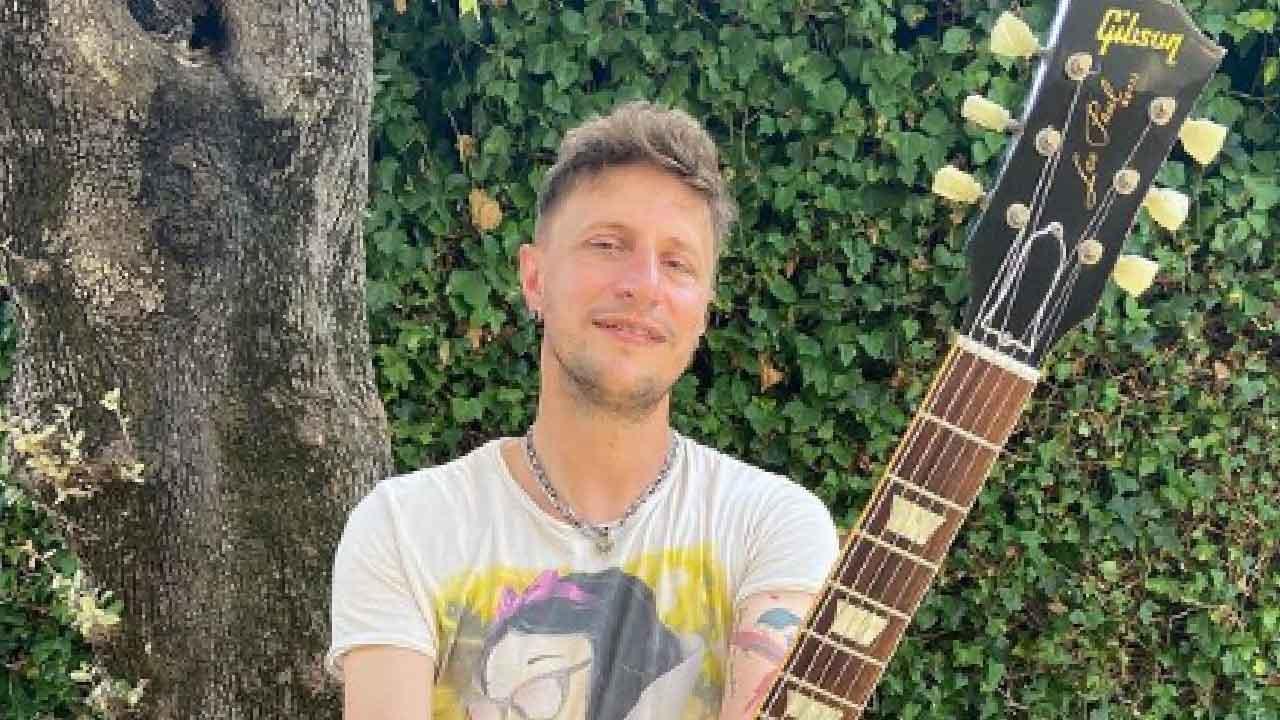 Stefania Orlando, chi è Simone Gianlorenzi il chitarrista e musicista (Instagram)