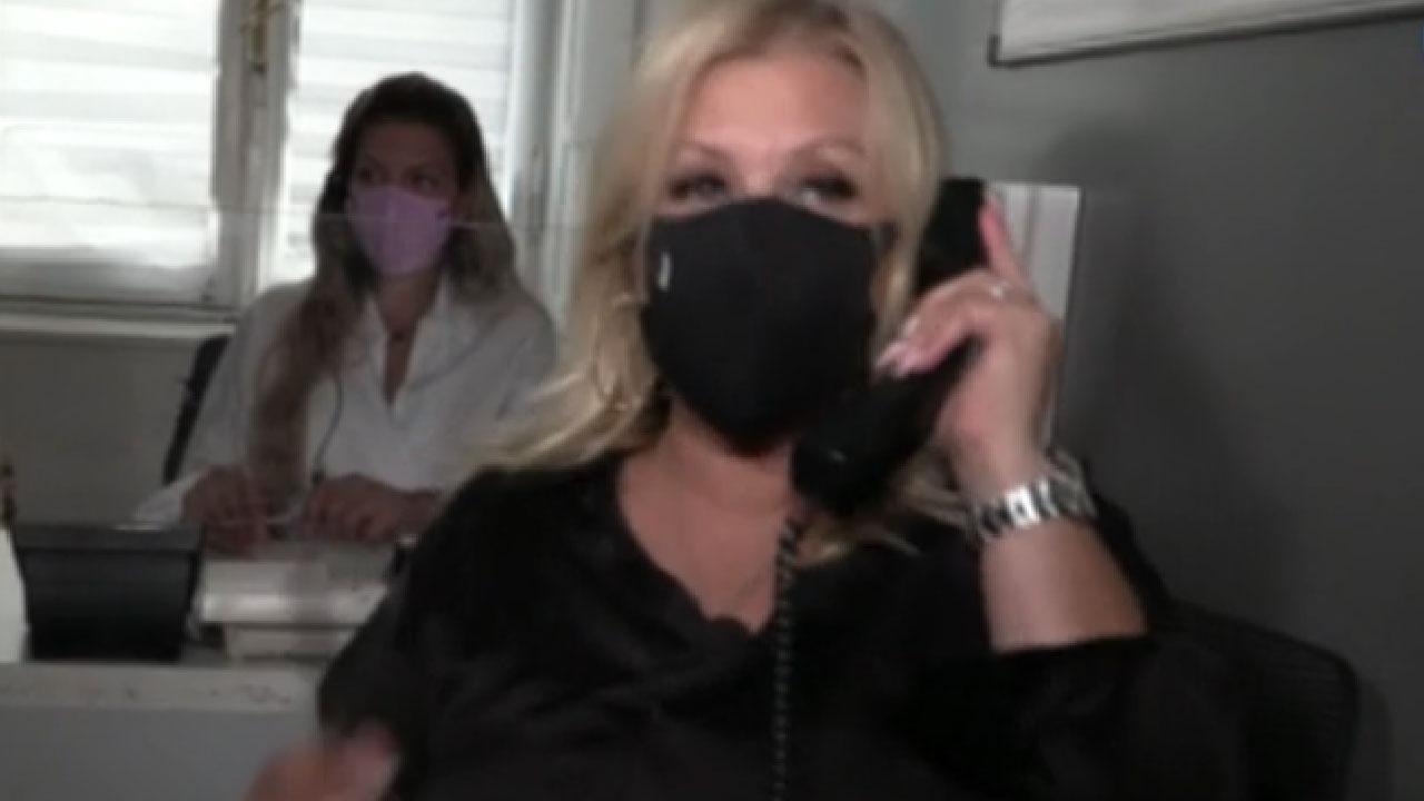 Uomini e Donne, Tina Cipollari cerca giovani per fare sesso sfrenato con Gemma Galgani (Screenshot)