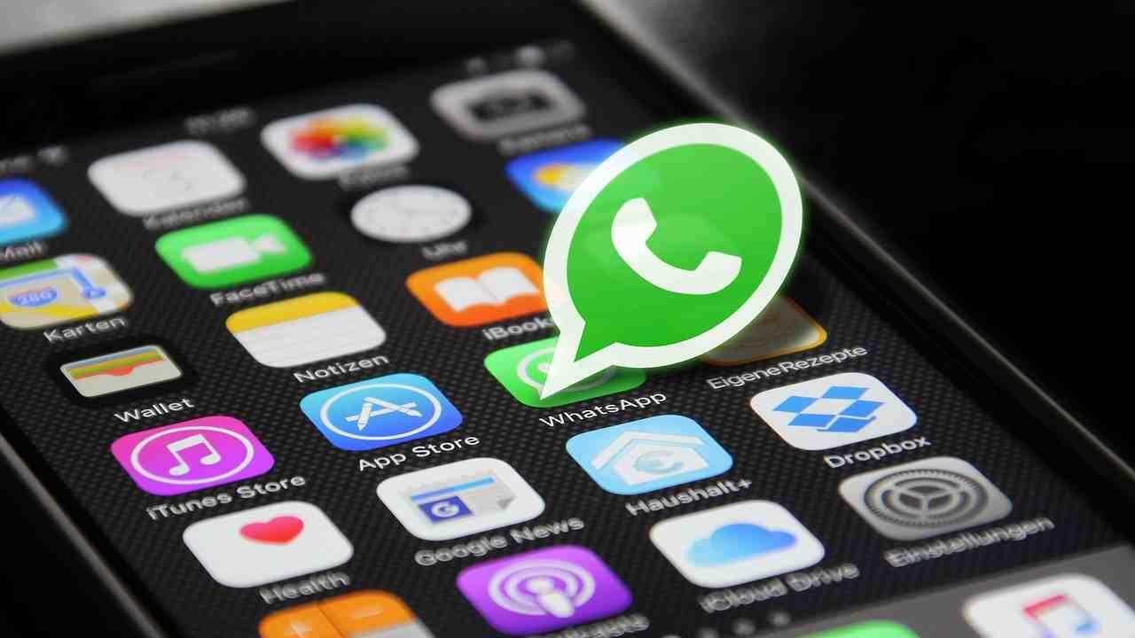 whatsapp, multa da 225 milioni