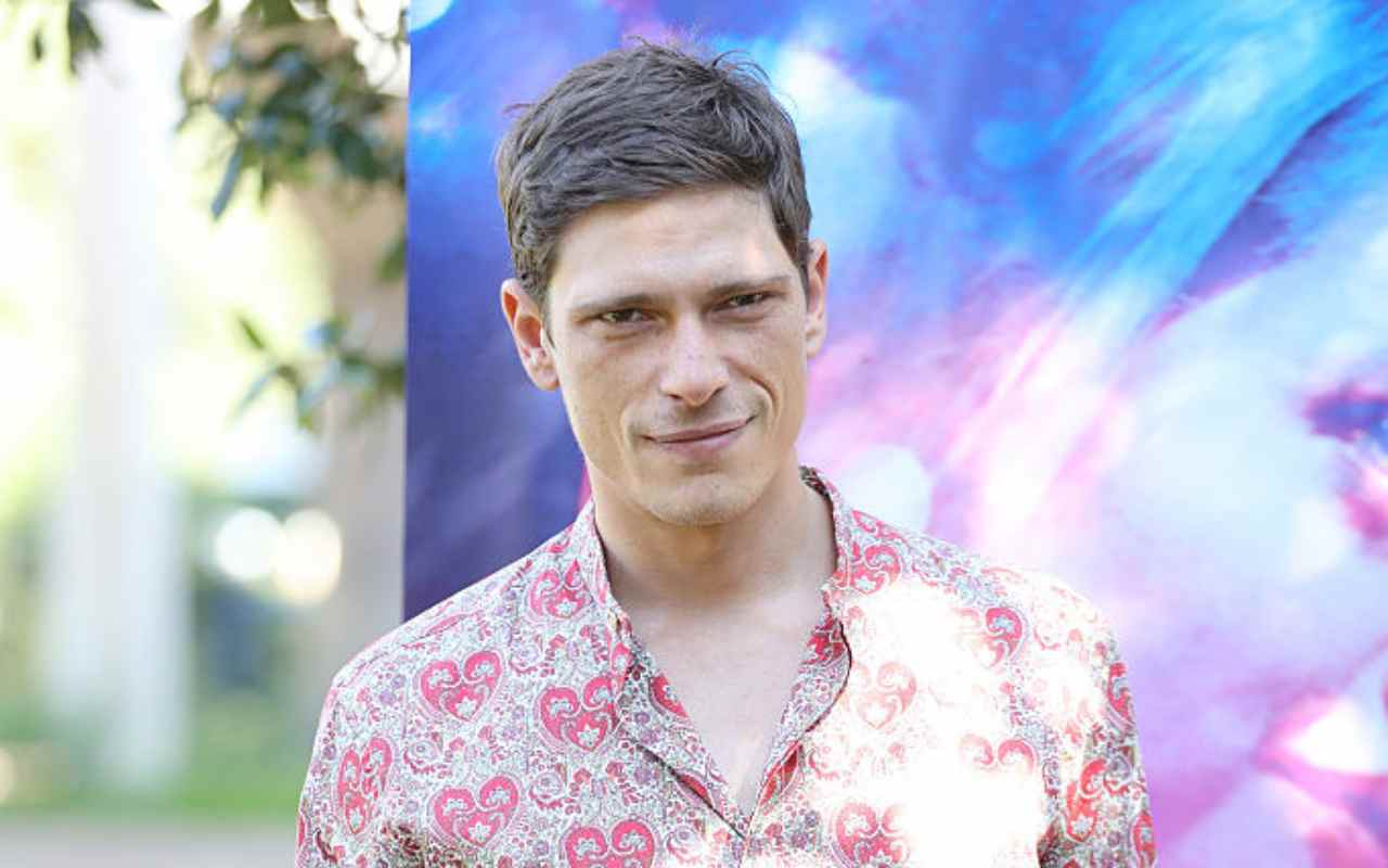 Matteo Martari, da modello ad attore: chi è uno dei protagonisti di Cuori